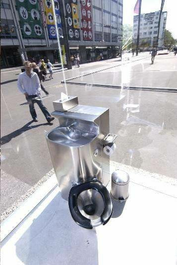 wc public oglinda